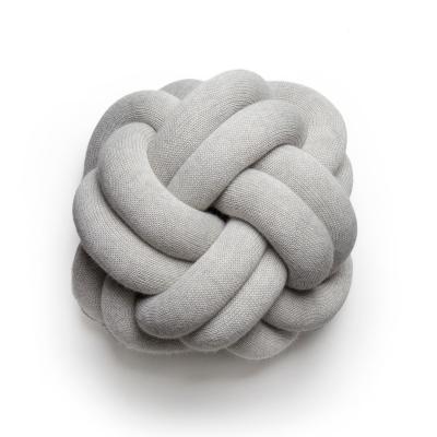 Bilde av Knot pude, hvidgrå