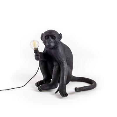 Bilde av Monkey lamp, sittende, utendørs