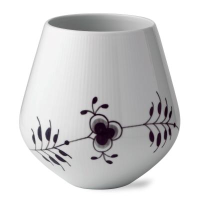 Bilde av Black Fluted Mega Vase 20,5 cm